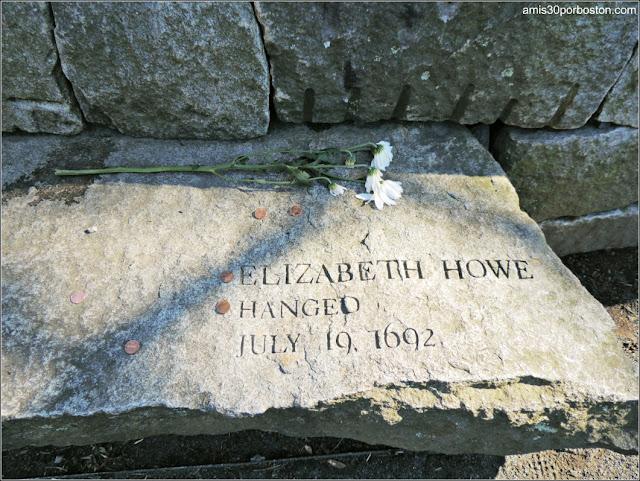 Tumbas Brujas Salem: Elizabeth Howe - Ahorcada
