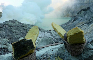 ijen crater banyuwangi tourism indonesia