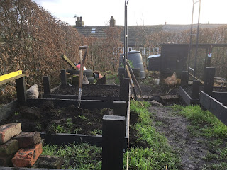 Life on Pig Row, Raised Beds, How to make raised beds