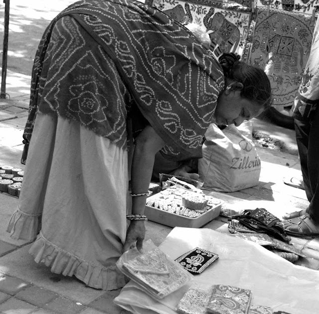 monochrome monday, black and white weekend, black and white, street, street photography, street entrepreneur, mumbai, india,