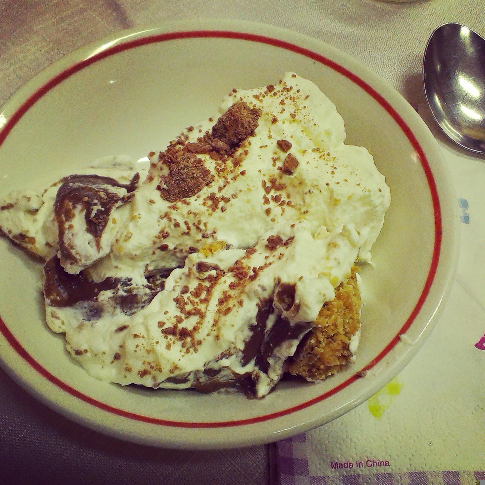 8pm - banoffee pie and chocolate cream pie