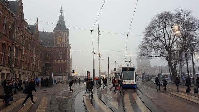 paradas de tranvía en estacion central amsterdam