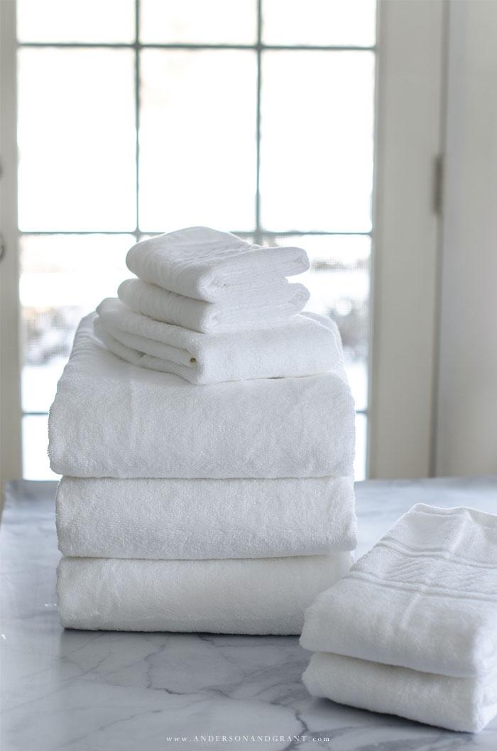 Fold towels just like Martha Stewart using this easy tutorial.  #organize #homekeeping #MarthaStewart #andersonandgrant