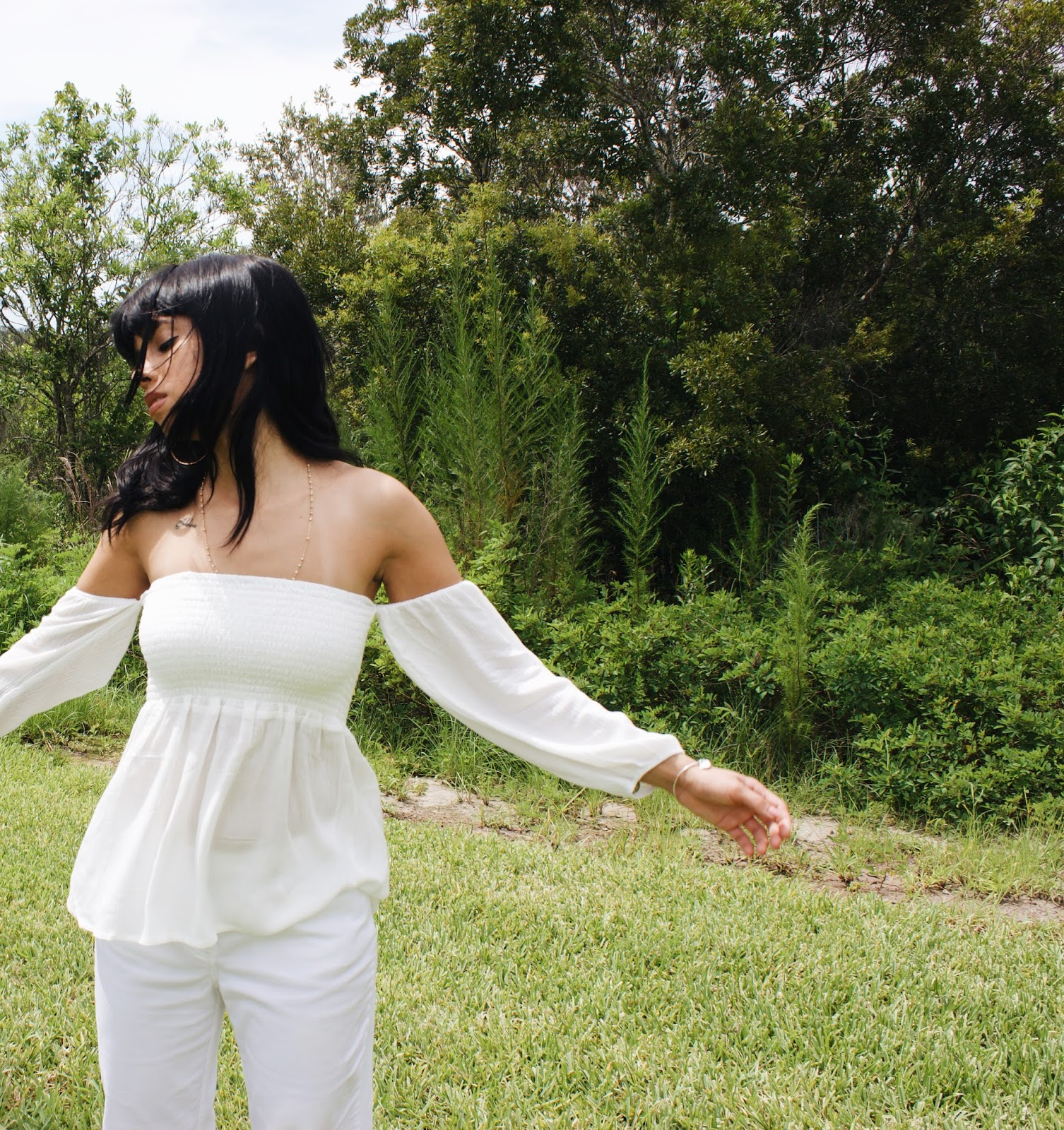 Styling white Pants this summer || Goodwill