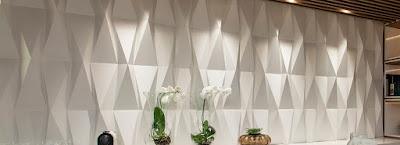 Decoração de uma parede com Placas de Gesso 3D