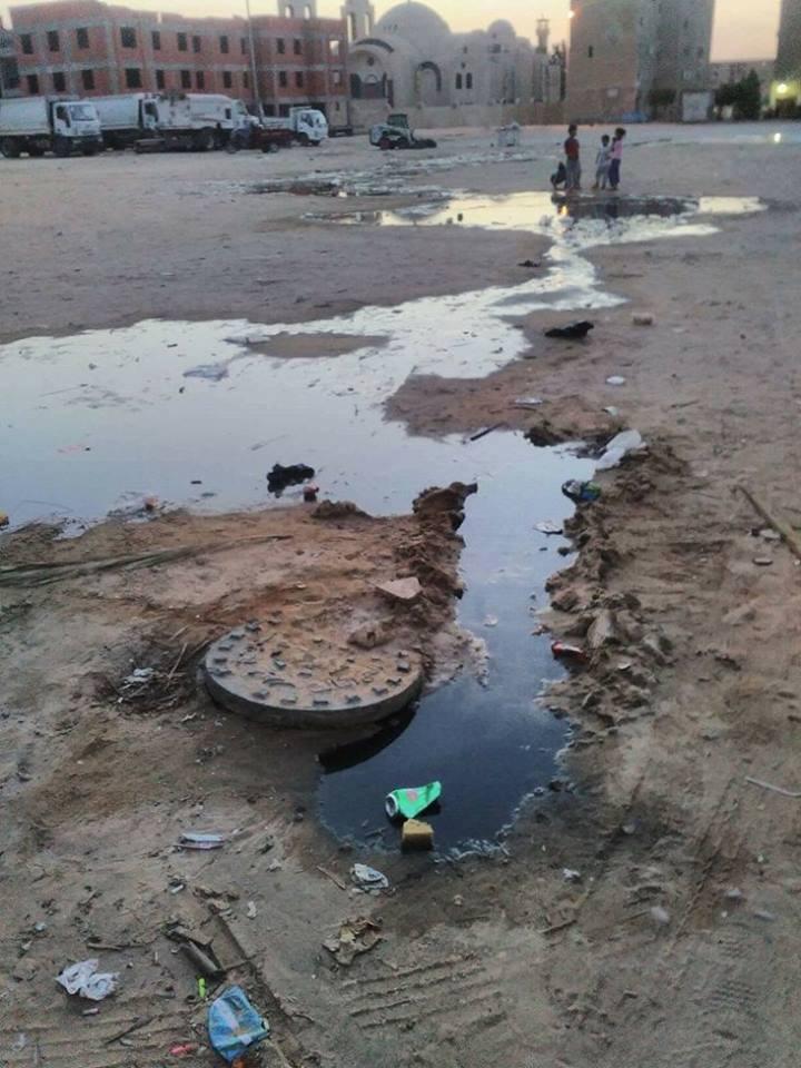 مدينة بدر تغرق فى مياه الصرف والقمامه