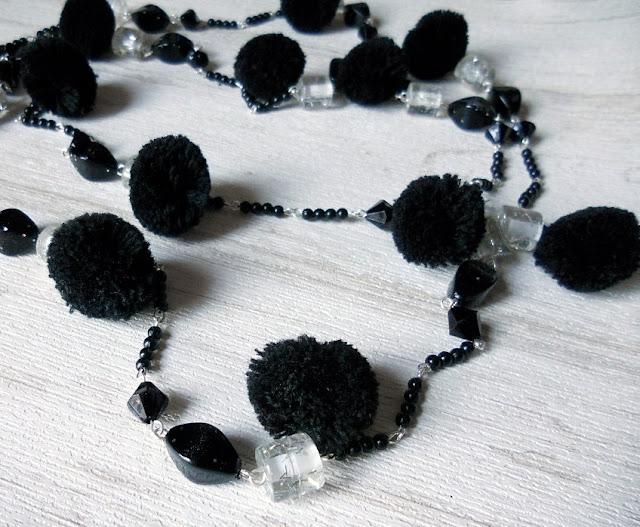 POMPOMS #01. Collar con pompones · Pompom necklace