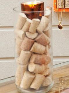 http://www.portaldeartesanato.com.br/materias/1919/lumin%C3%A1ria+com+reciclagem+de+rolhas