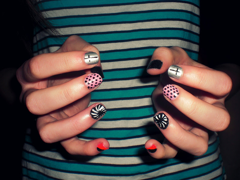 Sophie Isobel: Mismatched Nails