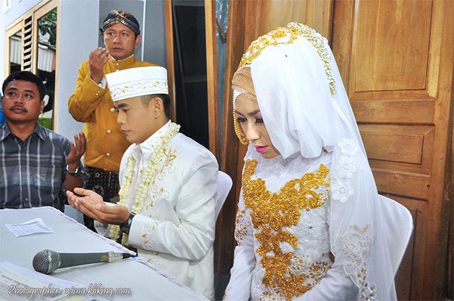 Wedding Chaca & Peik, Foto Prosesi Akad Nikah ||  Photographer By : Wisnu Darmawan ( Klikmg ) Fotografer Purwokerto