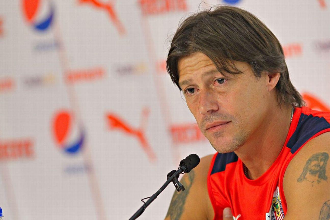 Matías Almeyda en conferencia de prensa en Estadio Chivas.