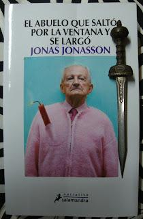 Portada del libro El abuelo que saltó por la ventana y se largó, de Jonas Jonasson