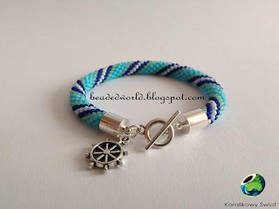 niebieska bransoletka