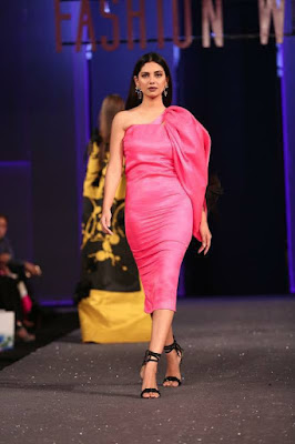 Sana-safinaz-collection-2017-at-sunsilk-fashion-week-11