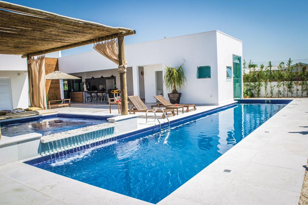 Piscina de concreto vinil ou fibra de vidro dica da for Bordes de piscinas leroy merlin