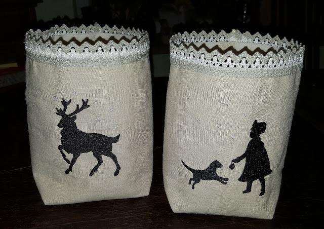 Lichtsäckchen aus Leinen mit Maschinenstickerei, Hirsch und Hund mit Mädchen