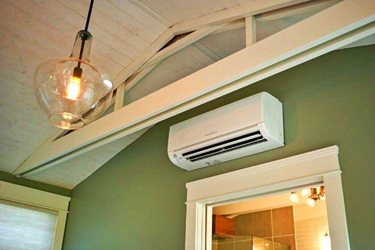 Evlerde ısıtıcı tesisatı bulunmaz, zira Amerika'da ısınmak ve serinlemek için sadece klima kullanılır.