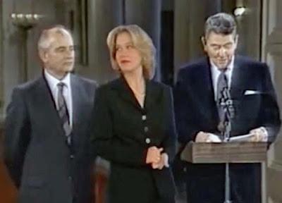 Kelly Bundy mit Politiker - eine schrecklich nette Familien lustig