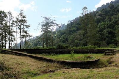 foto kolam cinta gunung puntang bandung