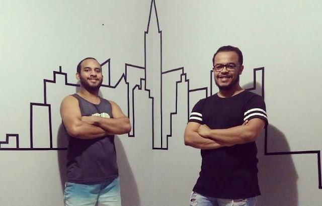 Artistas Gustavo Oliveira e Marconni Lima exibem obra de tape art