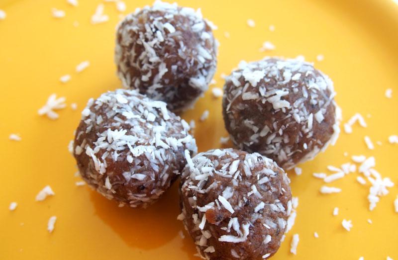 Proteiinipitoiset suklaaraakapallot