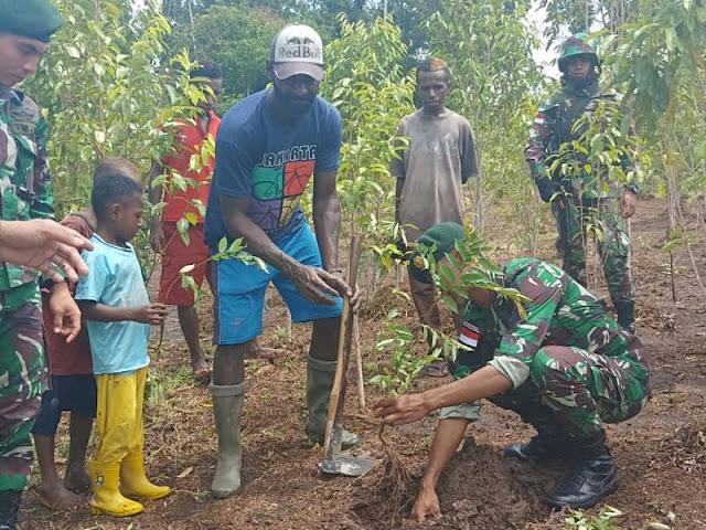Warga Distrik Senggo Apresiasi Satgas Yonif 755  Kostrad Bantu Atasi Punahnya Pohon Gaharu