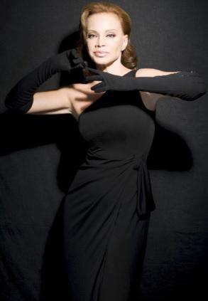 Foto de Paloma San Basilio con bello vestido negro