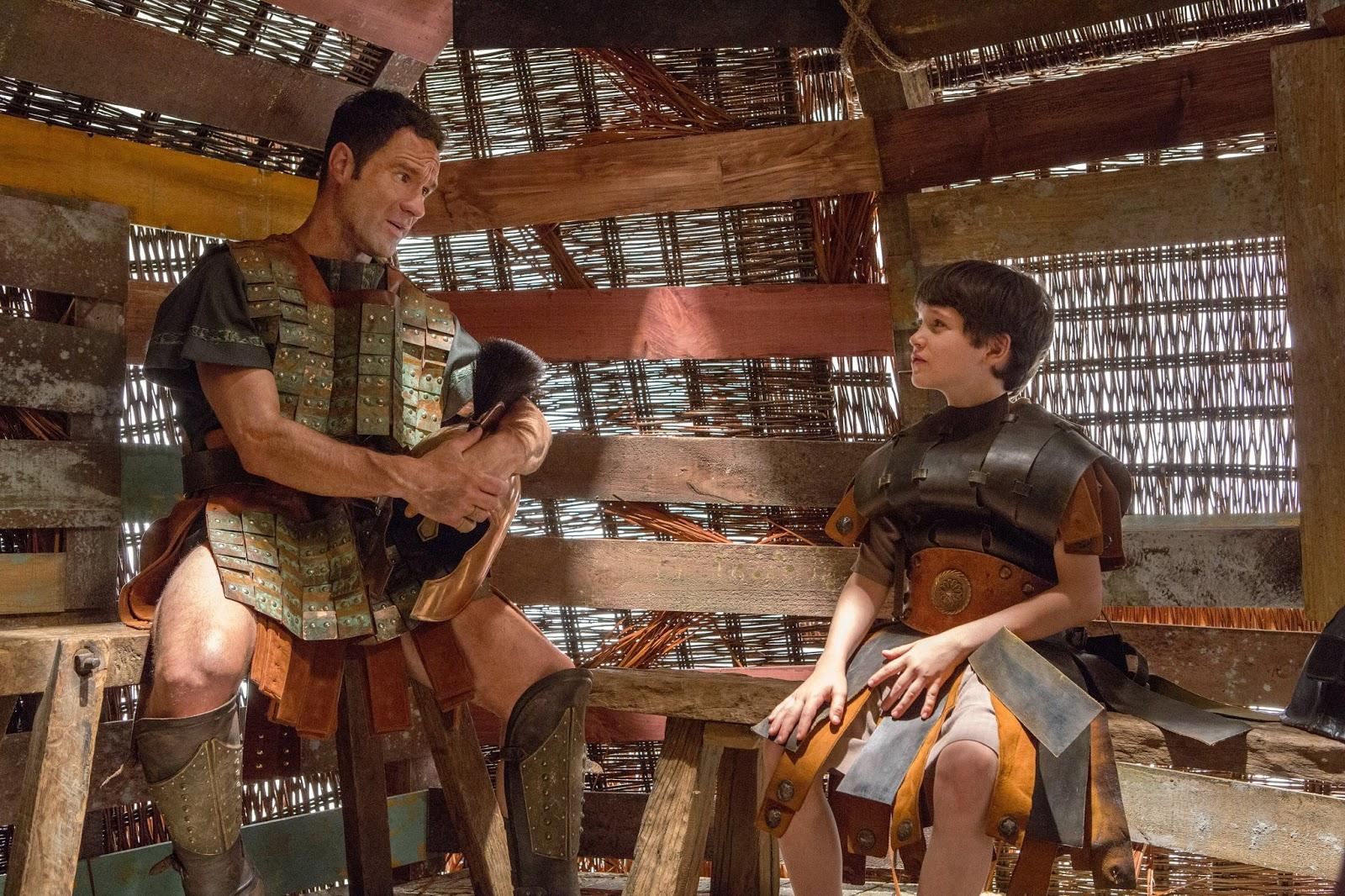 Chris Diamantopoulos y Gabriel Bateman son padre e hijo en la nueva serie de Amazon