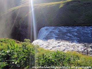 Punto exacto de la caída de la cascada de Skógafoss