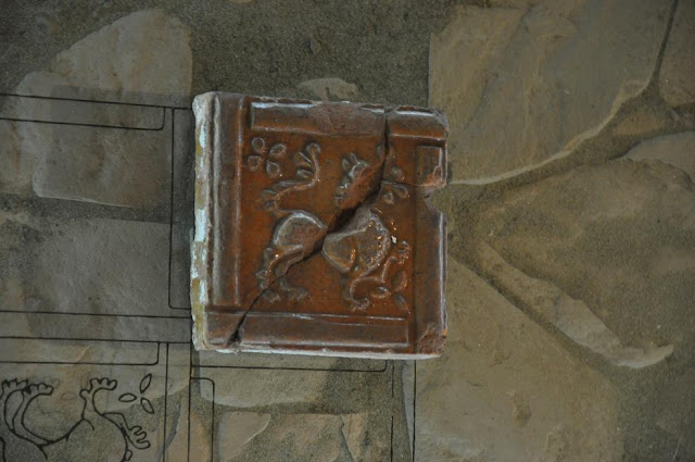 Opactwo benedyktyńskie w Tyńcu - lapidarium - późnoromańskie kafle