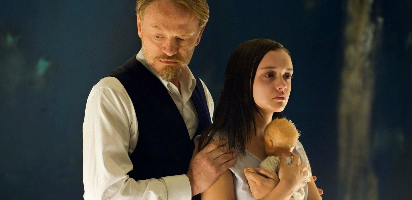 A Marca do Medo | Trailer legendado e pôster inédito do terror sobrenatural com Sam Clafin e Jared Harris