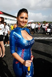 foto umbrella girl motogp