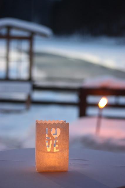Hochzeitsempfang Winterhochzeit in den Bergen von Garmisch-Partenkirchen, Riessersee Hotel, Hochzeitshotel in Bayern, Gold, Weiß, Tannenzapfen, Winter wedding gold, white, pine cones, lake-side wedding abroad