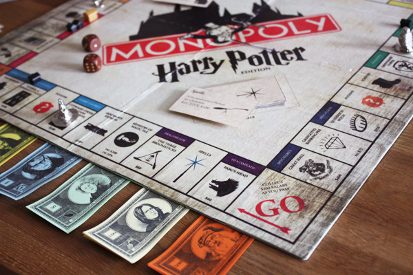 kuddelmuddel geschenkidee selbstgebasteltes harry potter monopoly. Black Bedroom Furniture Sets. Home Design Ideas