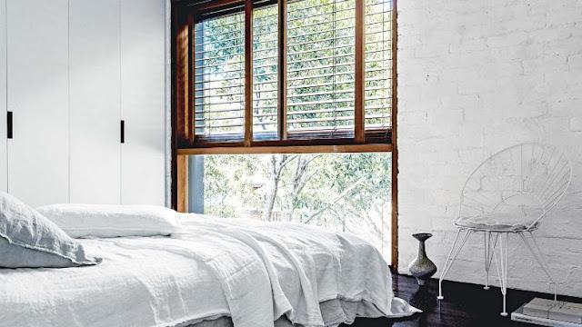 dormitorio en blanco de inspiración industrial chicanddeco