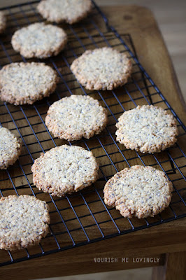 chia_and-lemon_round_oaty_biscuits
