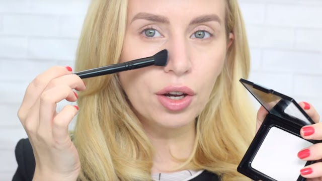 Translucent Loose Powder- A Makeup Artists Secret Weapon