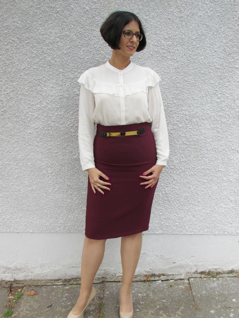 Ruffled top and pencil skirt for autumn