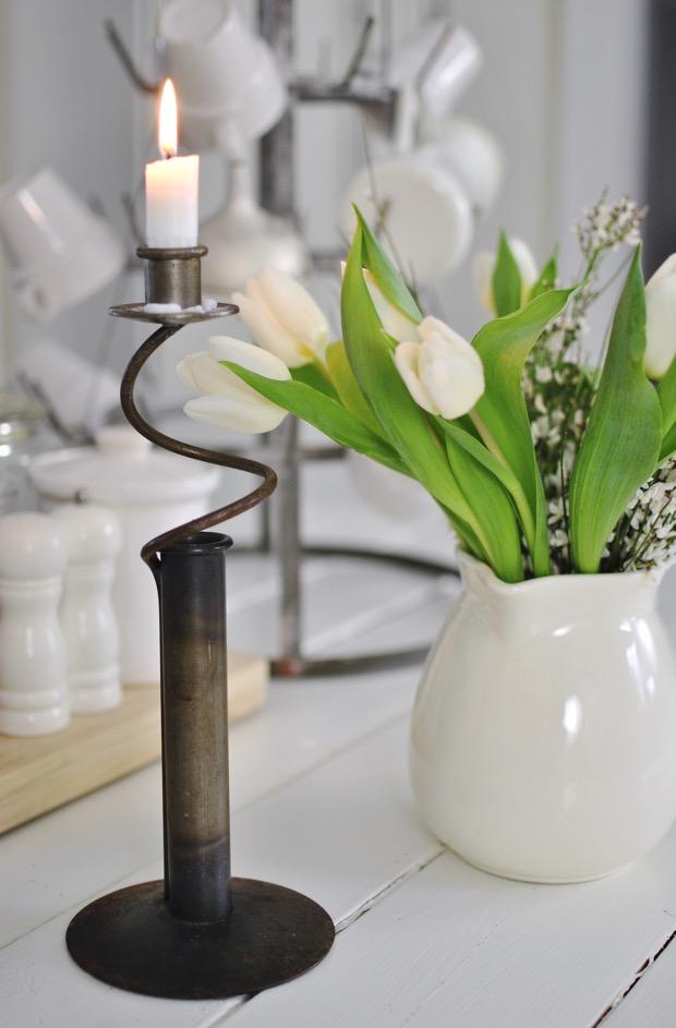 hannashantverk.blogspot.se köksö ljusstake av järn vita tulpaner