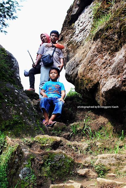 Jalan setapak menuju Bukit Ratapan Angin.