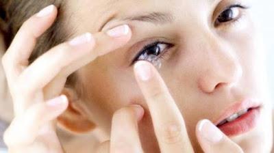 Hindari Tidur Memakai Kontak Lensa