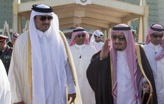 الملك السعودي يدعو أمير قطر لزيارة المملكة العربية السعودية.