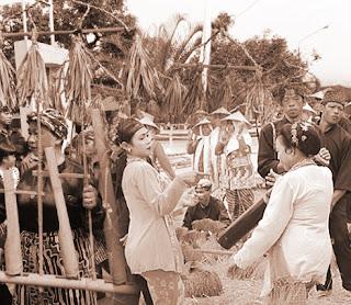 Keunikan Sejarah Adat Istiadat Budaya Suku Sunda Daerah Jawa Barat Tempat Wisata Keunikan Sejarah Adat Istiadat Budaya Suku Sunda Daerah Jawa Barat