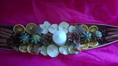 Fertige Weihnachts Dekoration für den Tisch