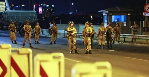 Kudeta Militer di Turki: Seluruh Bandara Ditutup, Rakyat Turun Ke Jalan