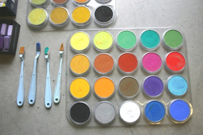 Pan Pastel in plastic holder with Sofft tools.