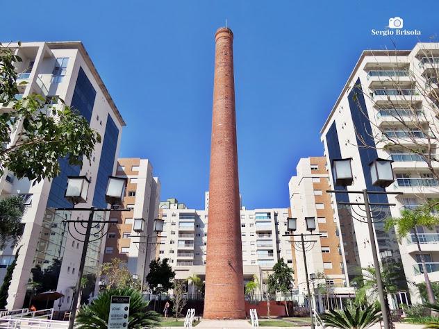 Vista ampla da Chaminé da antiga fábrica do Açúcar União - Átrio Giorno - Mooca - São Paulo