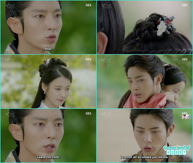 while jung was leaving king wang so saw the same hairpin he gave to hae soo and stop wang jung and told leave the child here  - Moon Lovers Scarlet Heart Ryeo - Episode 20 Finale (Eng Sub)