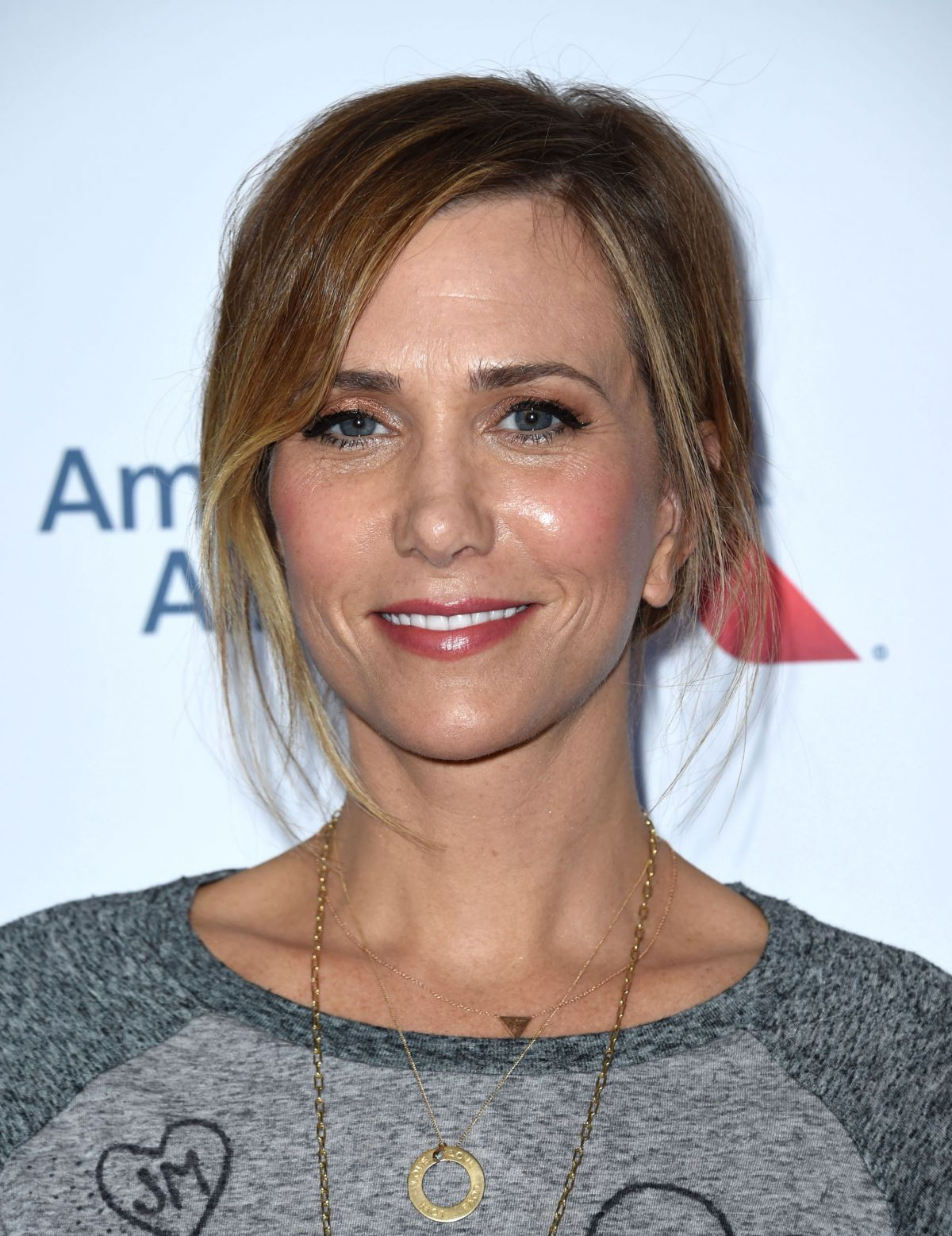 Full HD Photos of Kristen Wiig At 5th Biennial Stand Up To Cancer In Los Angeles