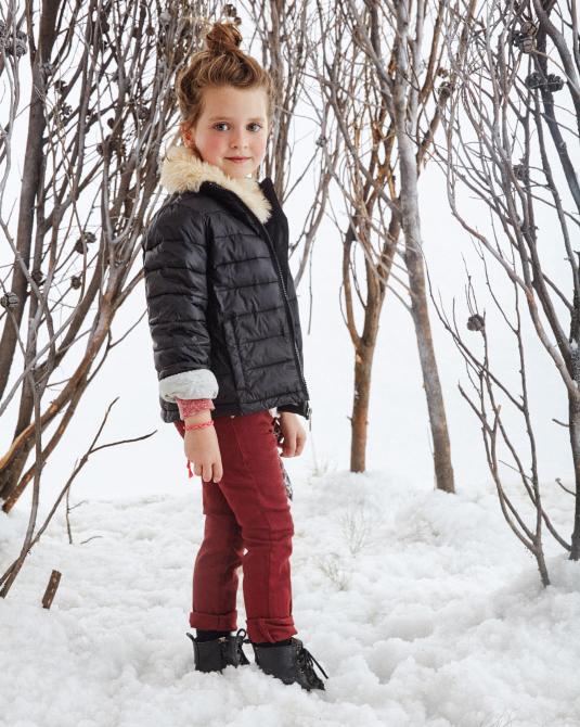 Ropa de moda invierno 2017 para nenas camperas inflables con detalles en piel.